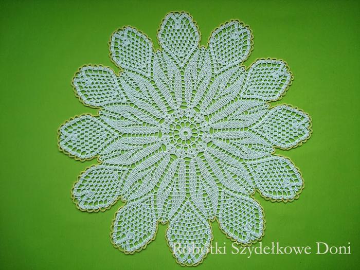 Вязание крючком. Салфетка в форме цветка ромашки (2) (700x525, 424Kb)
