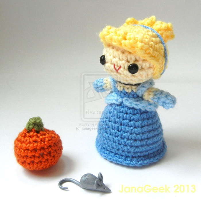 cinderella_crochet_doll_with_mouse_and_pumpkin_by_janageek-d6uu4j5 (700x696, 282Kb)