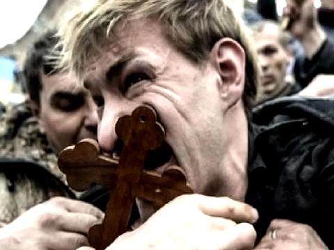 Пытки львовского комуниста на майдане (480x360, 64Kb)
