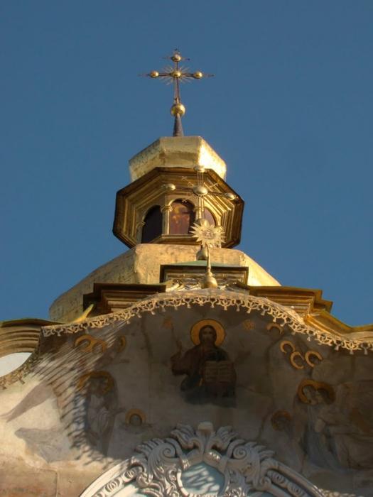 3418201_St__Trinity_Church__Christ_Saviour__Overgate_f___Ukr_K_LavraP___01_01_2012_World_Heritage_Site_avatar_64346841 (525x700, 194Kb)
