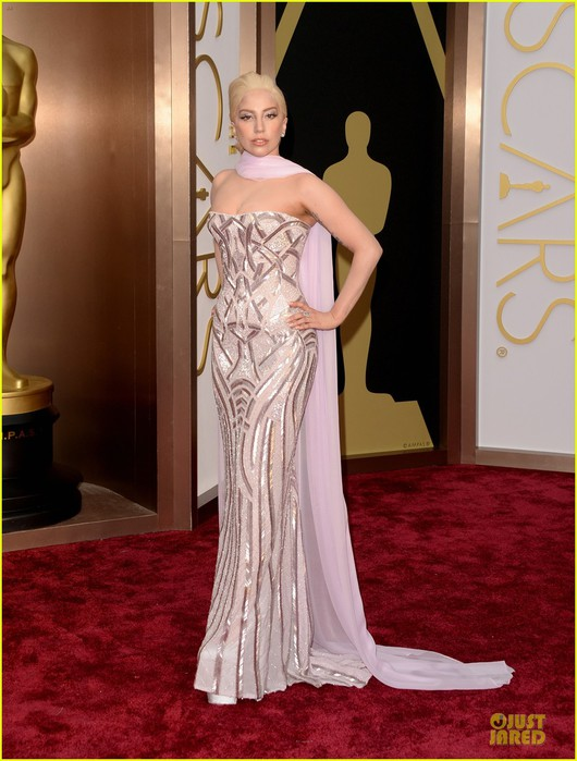lady-gaga-metallic-goddess-on-the-oscars-2014-red-carpet-01 (530x700, 90Kb)