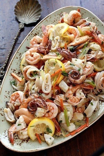 Салат из морепродуктов итальянский