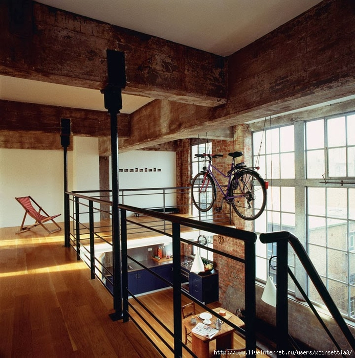 industrial-manhattan-loft-ideas-summers-street-with-metal-balustrade-and-exposed-brick-wall-decor (694x700, 389Kb)
