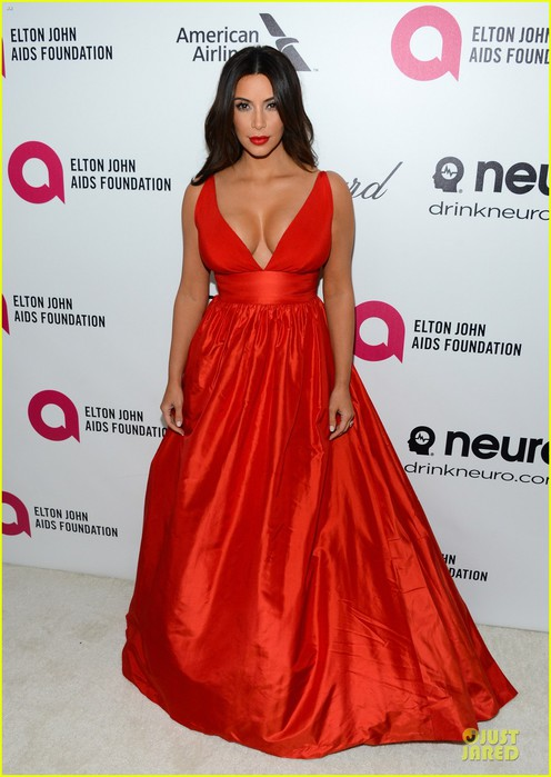 kim-kardashian-bares-cleavage-in-red-dress-at-elton-john-oscars-party-2014-01 (496x700, 79Kb)