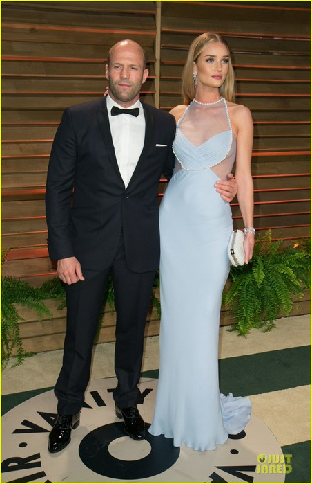 rosie-huntington-whiteley-sheers-it-up-at-vanity-fair-oscar-party-2014-with-jason-statham-01 (452x700, 76Kb)