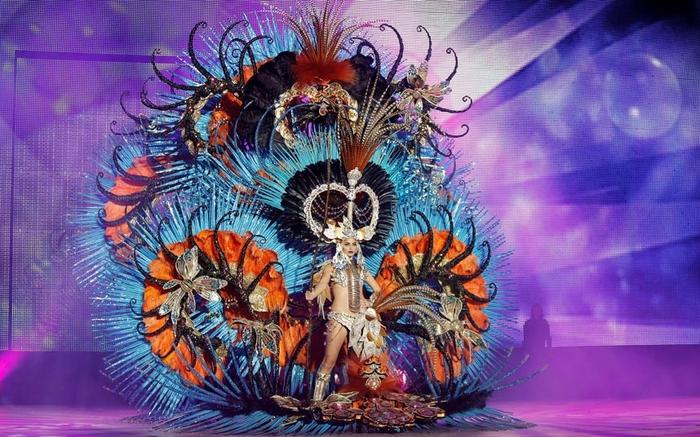 Скандальные платья на Санта-Крус-де-Тенерифе карнавале