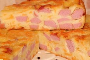 Пирог с колбасными ингредиентами
