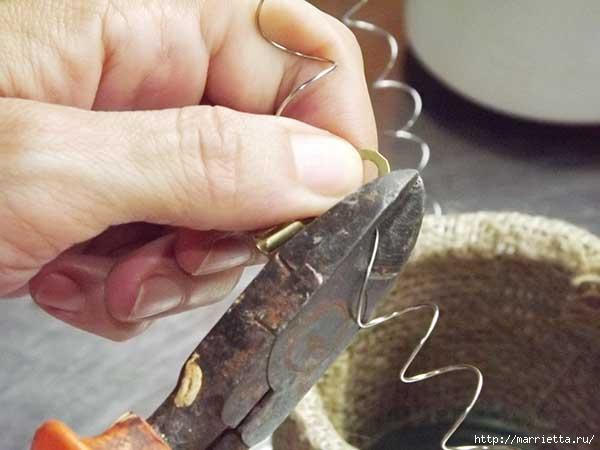 Декорирование железной банки мешковиной и пасхальным зайчиком (10) (600x450, 102Kb)