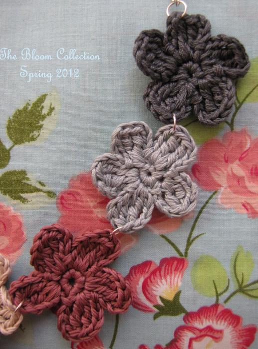 Вязание крючком. Маленькие цветочки для украшения волос (1) (517x700, 684Kb)