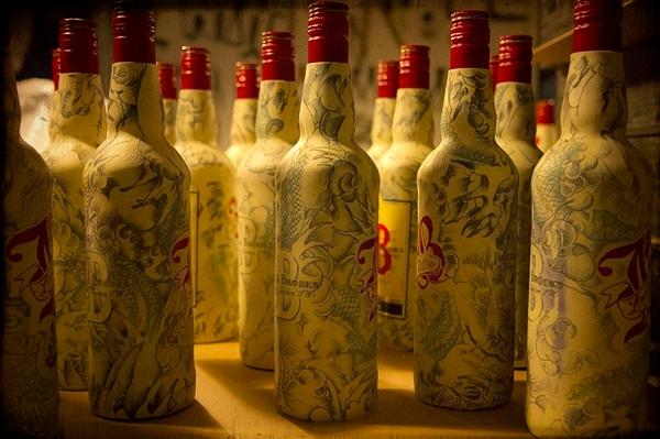 татуированные бутылки Sebastien Mathieu 1 (600x399, 217Kb)