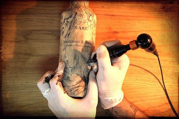 татуированные бутылки Sebastien Mathieu 3 (600x399, 184Kb)