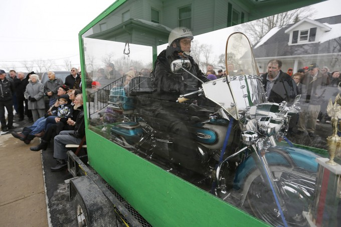 байкера похоронили на мотоцикле 1 (680x453, 250Kb)