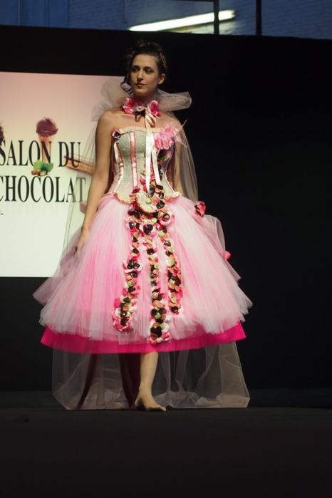 Salon du Chocolat шоколадная мода в брюсселе 7 (466x700, 206Kb)
