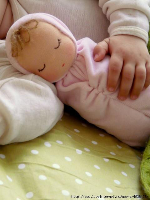 Из чего сшить ребенку куклу