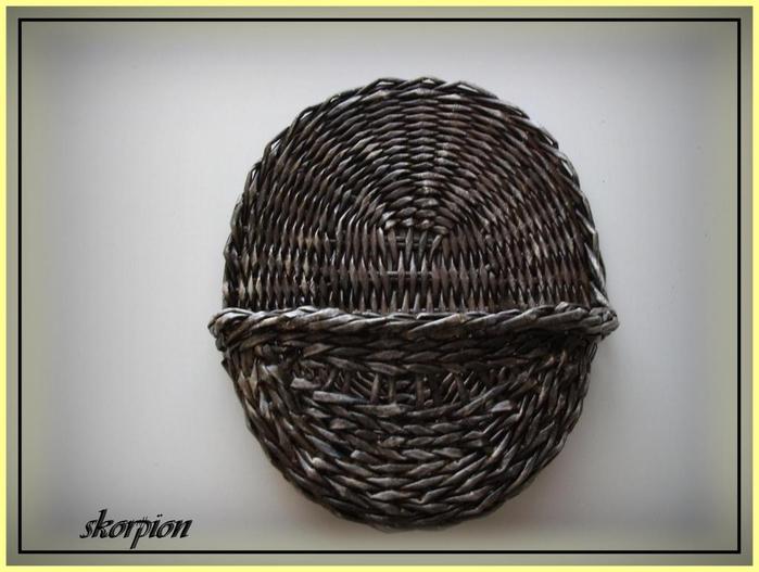 Плетение из газет. Цветочное настенное кашпо (10) (700x527, 230Kb)