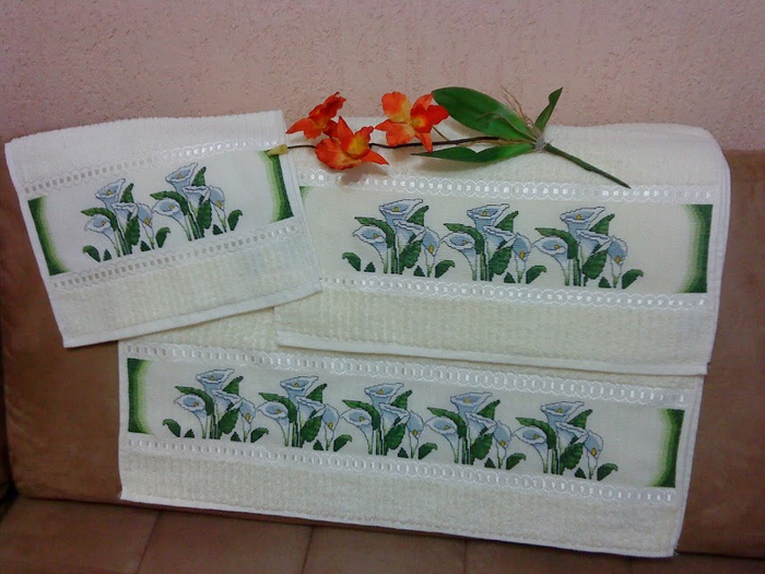 Схемы вышивки для полотенца. КАЛЛЫ (1) (700x525, 381Kb)