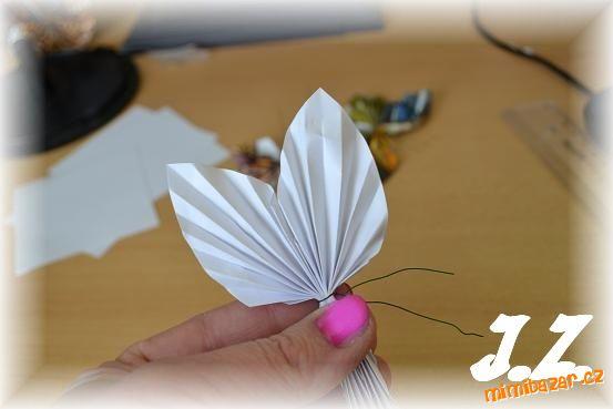 Бабочки из журнальных страниц (22) (553x369, 109Kb)