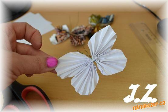 Бабочки из журнальных страниц (24) (553x369, 129Kb)