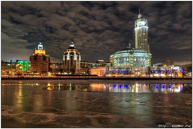 Москва Флюгер в виде скрипичного ключа на куполе - 9,5 метров (640x427, 183Kb)