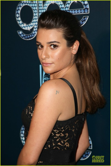 lea-michele-show-off-their-assets-at-glee-12 (468x700, 63Kb)