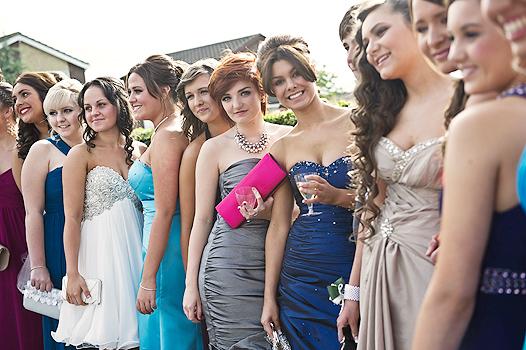 что модно на выпускной бал, как одеться на выпускной, какое должно быть выпускное платье, аксессуары на выпускной,/4682845_20120608balll (526x350, 172Kb)