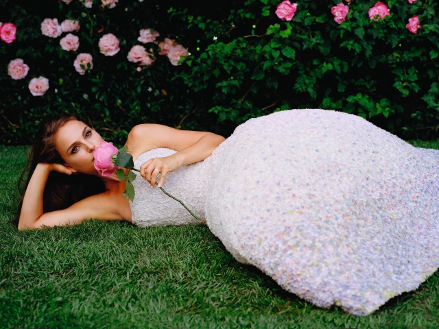 natalie_portman_2013_miss_dior_photoshoot_BxQKgvyL.sized (640x480, 149Kb)