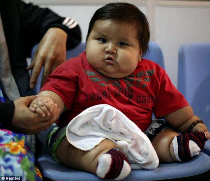 толстый ребенок Сантьяго Мендос 1 (700x602, 434Kb)