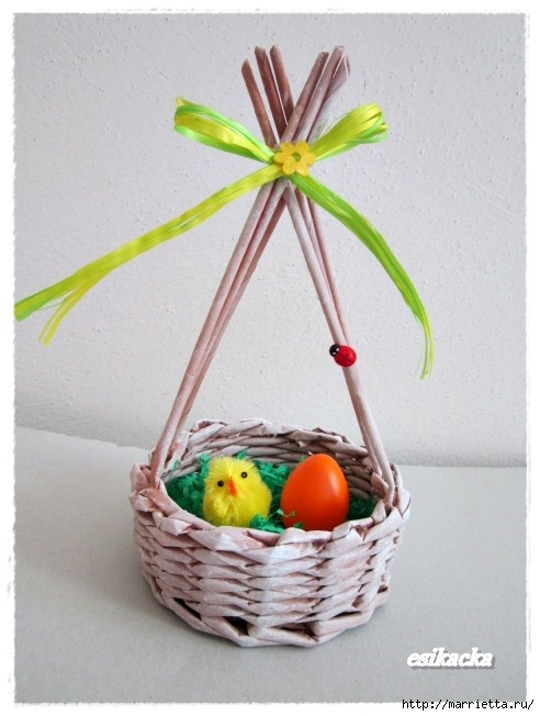 Плетение из газет. Корзинка для пасхальных яиц. Мастер-класс (17) (492x652, 170Kb)