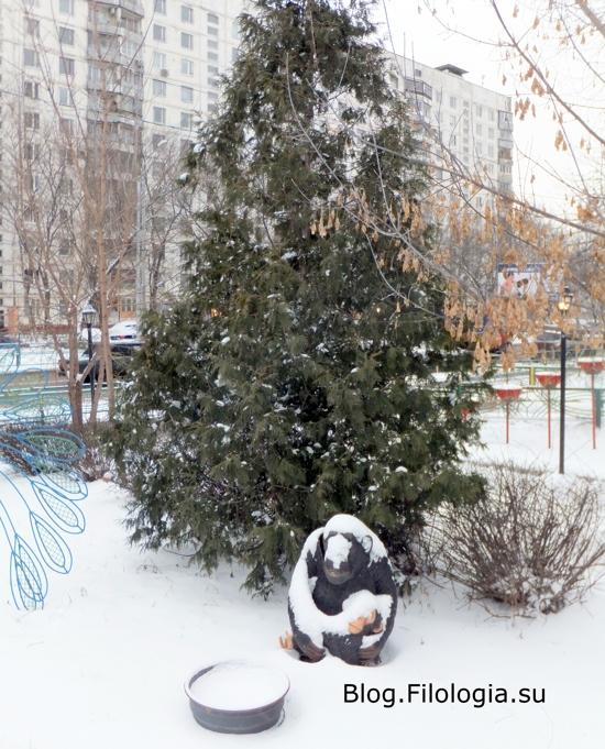 Во дворе кафе на улице Маршала Бирюзова, 34 в Москве /3241858_1903_05 (550x681, 254Kb)