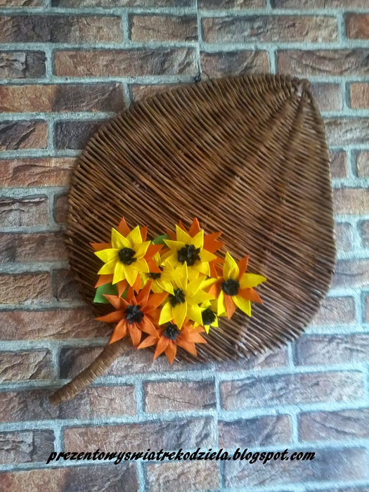 Декоративное панно с цветами из гофрированной бумаги (5) (525x700, 458Kb)