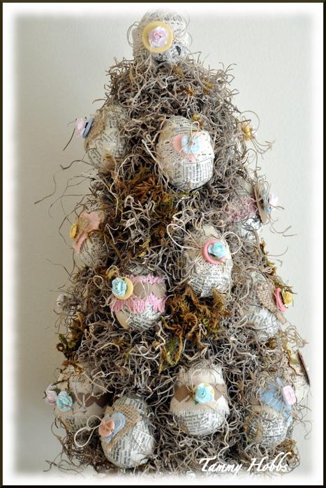 Винтажная елочка - топиарий с пасхальными яйцами (18) (467x700, 391Kb)