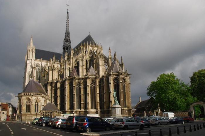 3418201_Cathedrale_NotreDame_AMIENS_Picardie___0_403c7_dcb64656_XL (700x463, 83Kb)