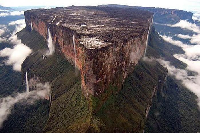 23. Венесуэла Гора Рорайма1 (700x468, 349Kb)