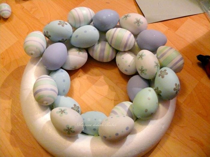 Нежный пасхально-яичный веночек (7) (700x525, 373Kb)