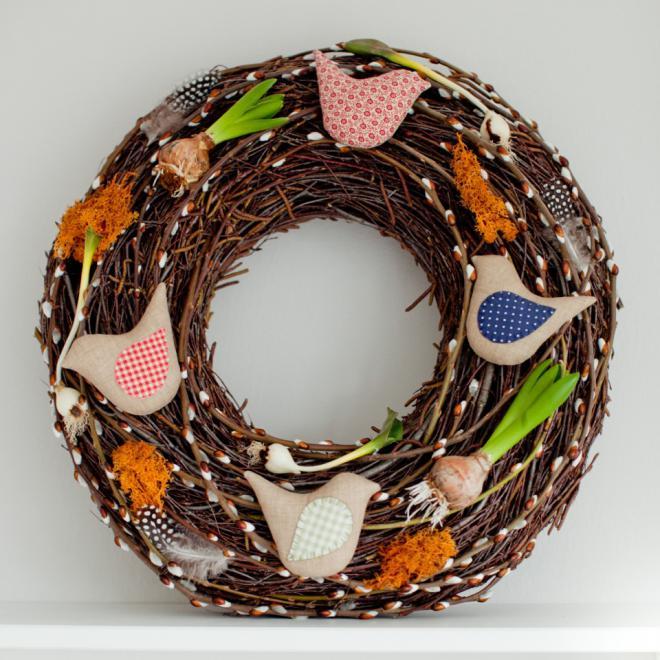 Пасхальный венок из веток с текстильными птичками (9) (660x660, 362Kb)