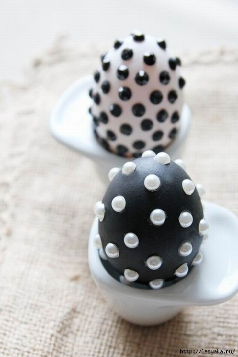 Easter-crafts-ideas-egg-decorating-black-white-pearls-beads (466x700, 162Kb)