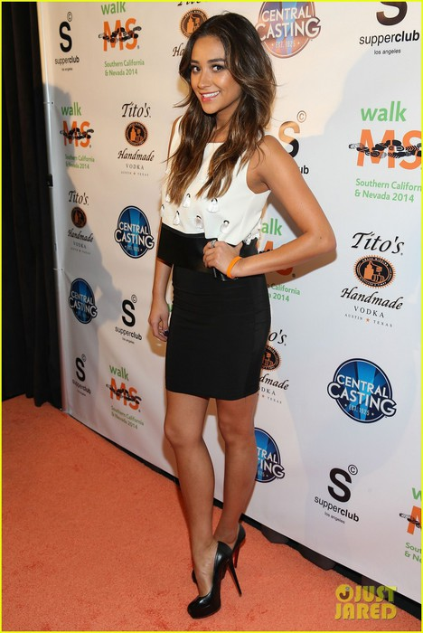 shay-mitchell-brings-her-beauty-to-ms-walk-kick-off-05 (468x700, 88Kb)