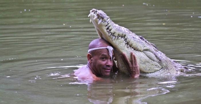 человек и крокодил фото 2 (700x361, 243Kb)