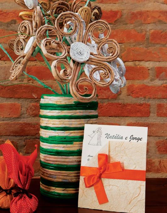 Декоративные вазы и цветы из газетных трубочек (1) (532x678, 886Kb)