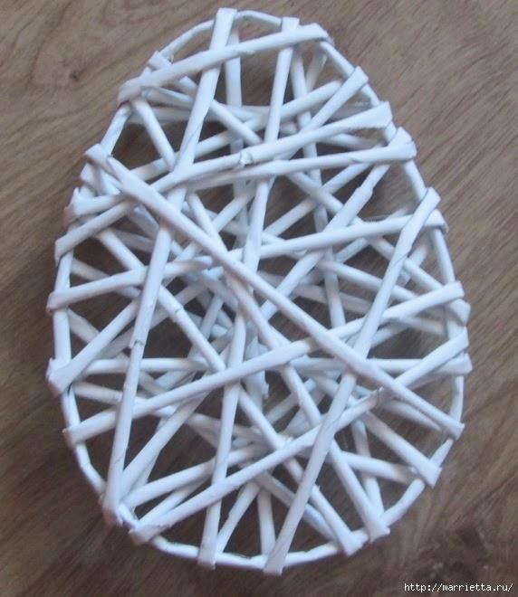 Декоративные панно в форме пасхального яйца из газетных трубочек (1) (572x660, 207Kb)