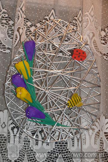 Декоративные панно в форме пасхального яйца из газетных трубочек (14) (360x540, 227Kb)