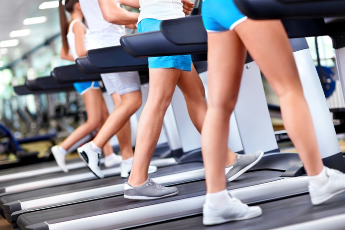 Treadmill-walkers-gym-Depositphotos_11275390_xl (700x466, 311Kb)
