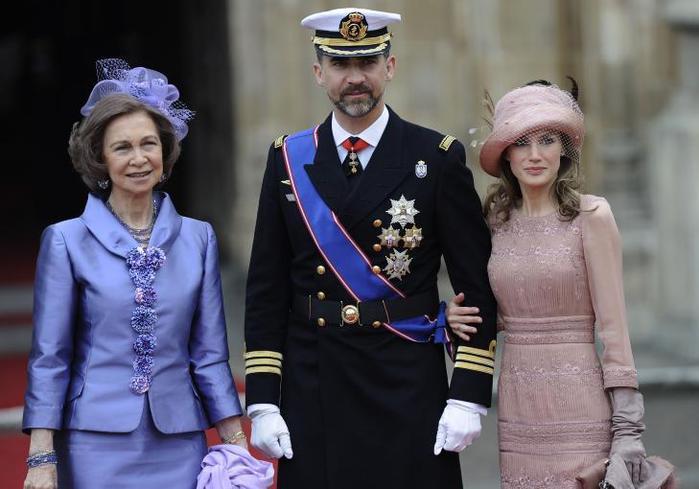 королева София, кронпринц Фелипе и принцесса Летиция (700x489, 46Kb)