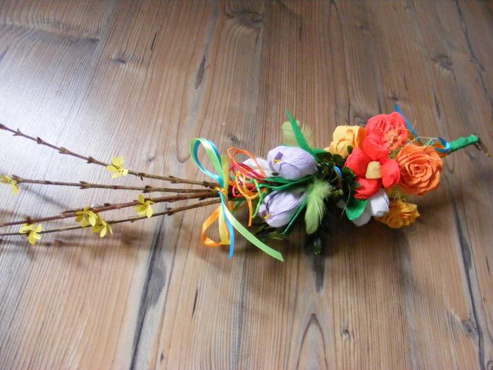 Пасхальная ВЕРБА. Декоративная композиция из веточек вербы и цветов из гофрированной бумаги (2) (700x525, 419Kb)