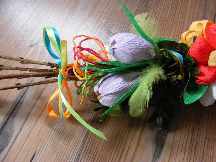 Пасхальная ВЕРБА. Декоративная композиция из веточек вербы и цветов из гофрированной бумаги (4) (700x525, 441Kb)