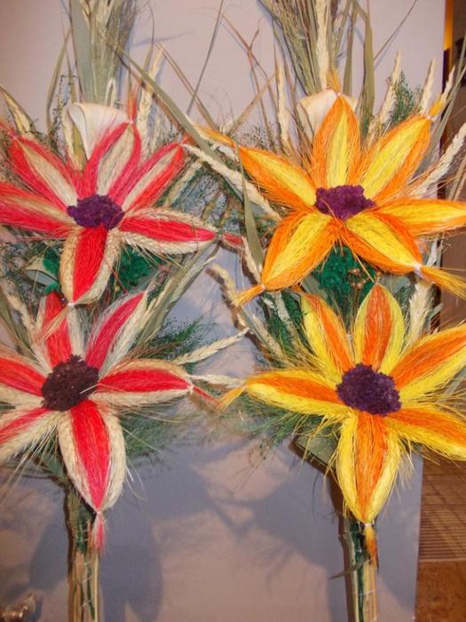 Пасхальная ВЕРБА. Декоративная композиция из веточек вербы и цветов из гофрированной бумаги (7) (525x700, 424Kb)