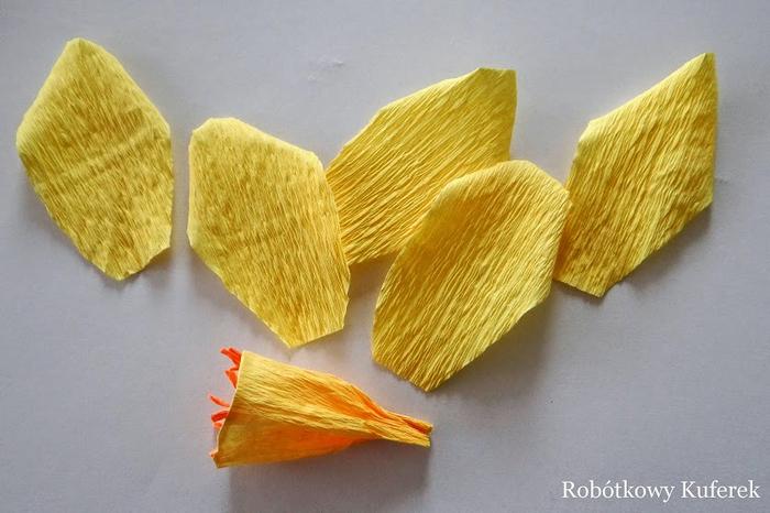 Пасхальная ВЕРБА. Декоративная композиция из веточек вербы и цветов из гофрированной бумаги (15) (700x466, 310Kb)