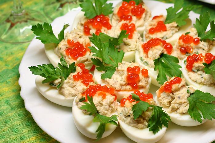 Фаршированные яйца с рукколой Суперкухня