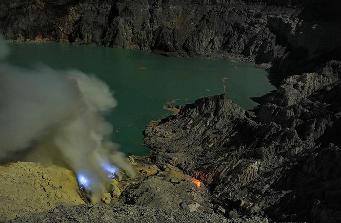 вулкан Кавах Иджен индонезия фото 5 (700x458, 332Kb)