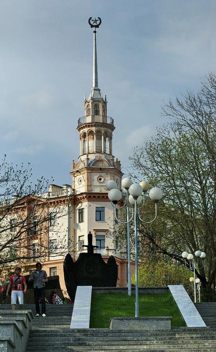 4. башенка здания Минобороны… (430x700, 400Kb)